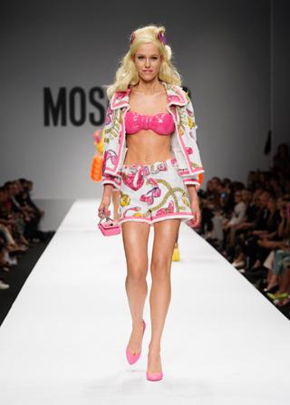 22-moschino-barbie-sfilata-donna8