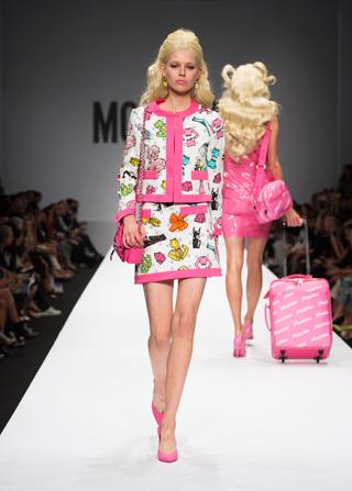 22-moschino-barbie-sfilata-donna9