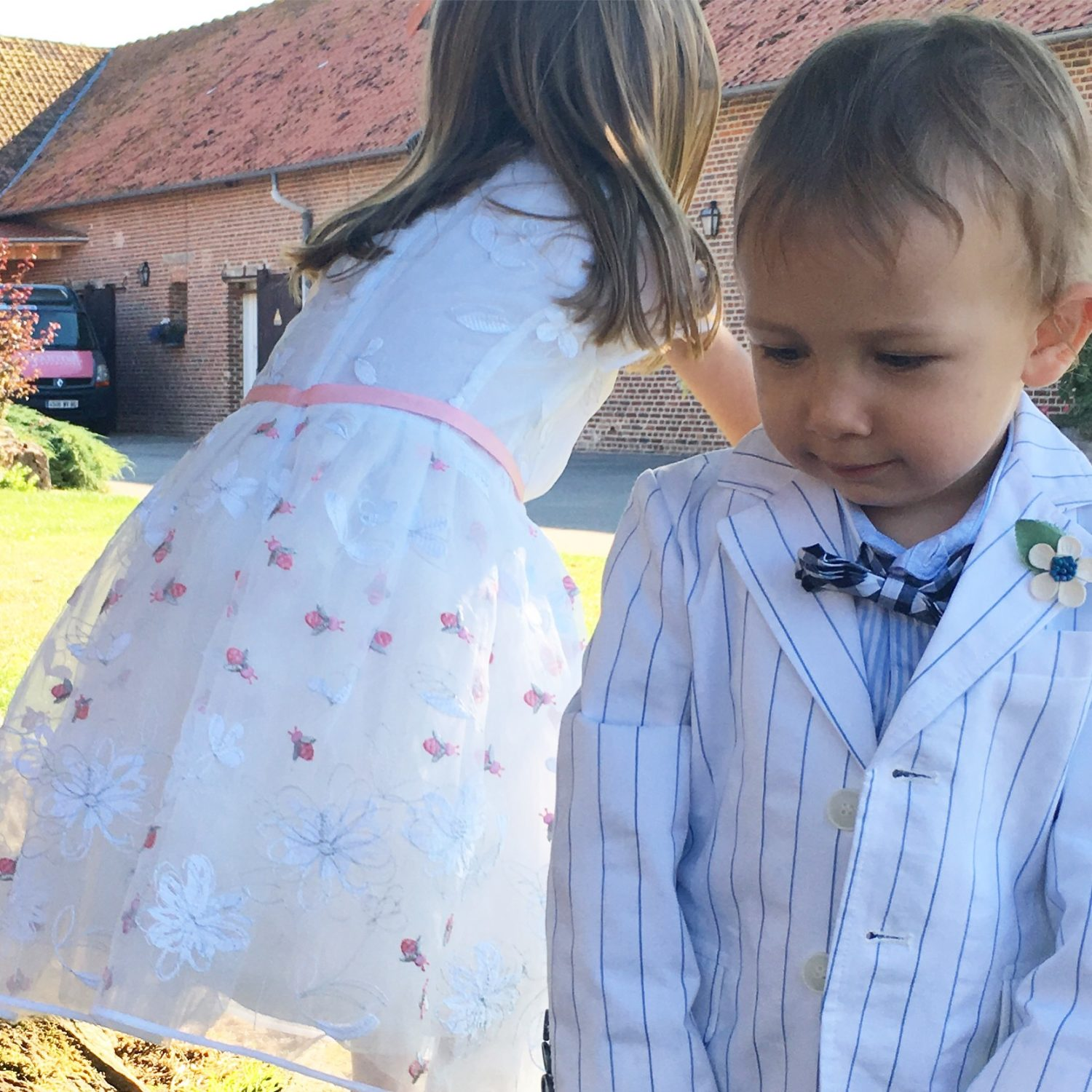 Vestire due fratelli per un matrimonio country chic